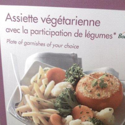 Emballage carton d'un plat préparé qui indique : Assiette végétarienne avec la participation de légumes.