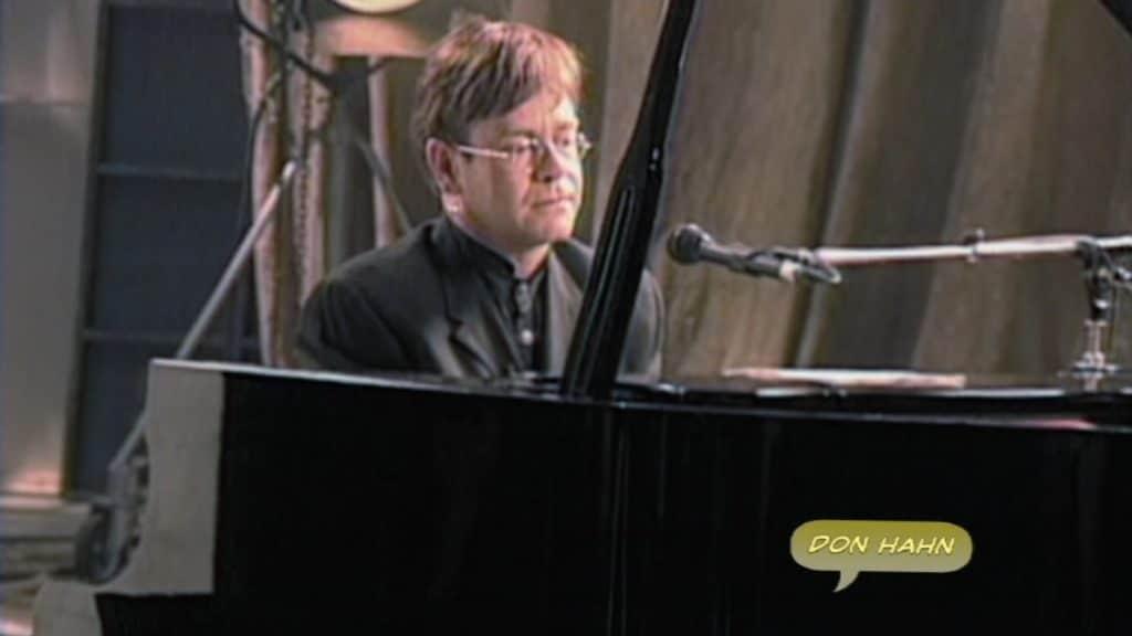 Elton John travaille sur la musique du Roi Lion.